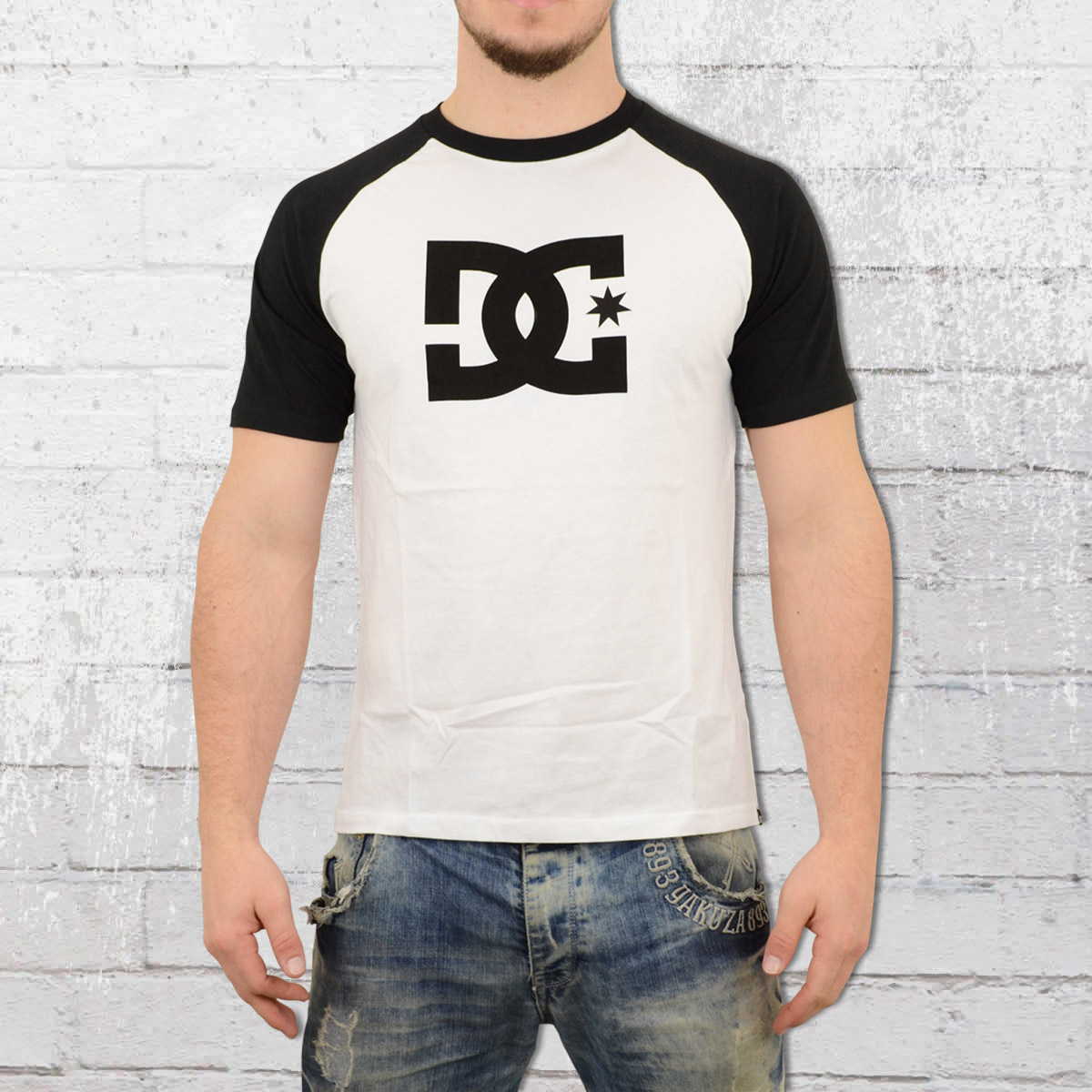 39fab863eaa8 DC Shoes Raglan Star T-Shirt white black. ›‹ «
