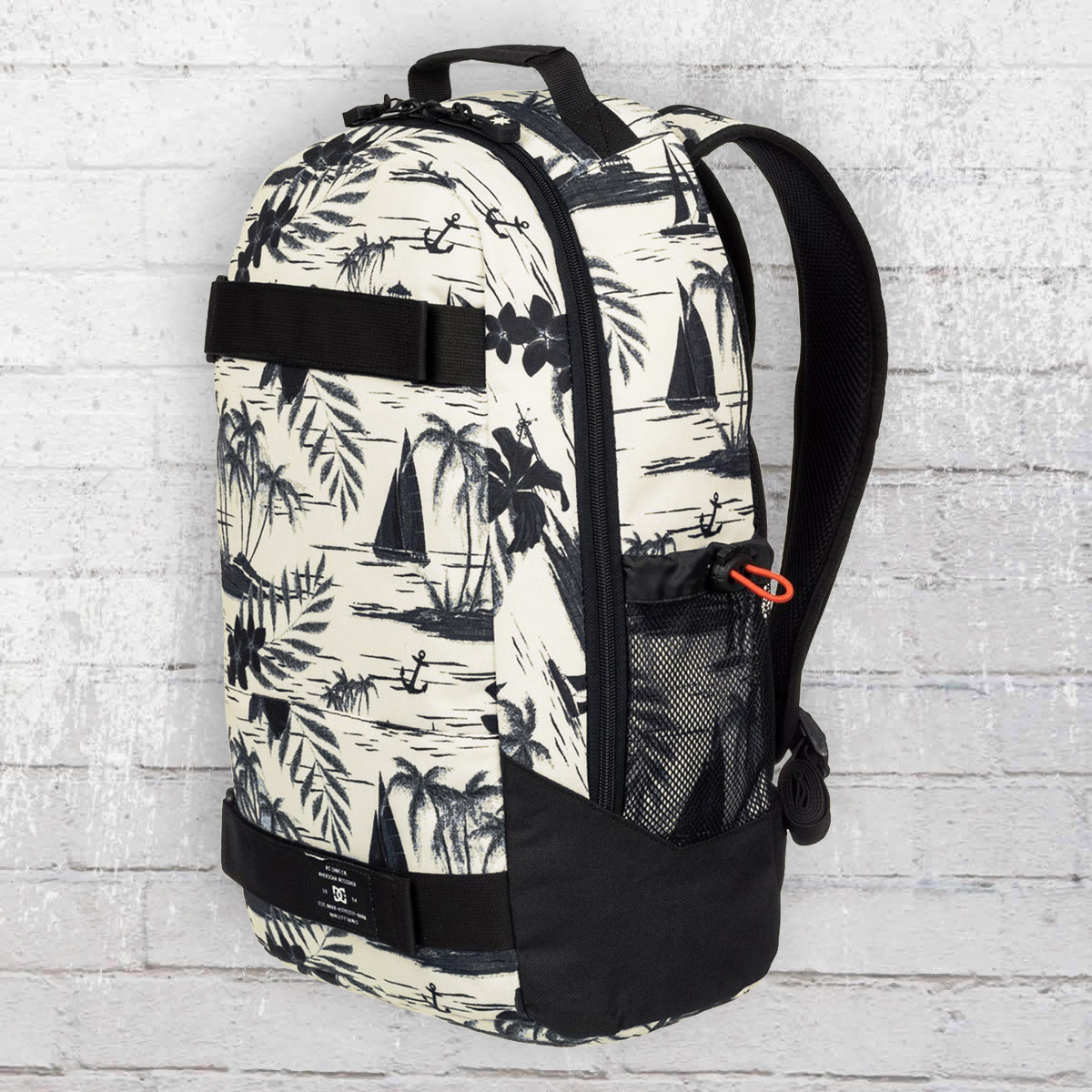 ebc68072670 Order now   DC Shoes Grind Backpack with board catcher creme white black