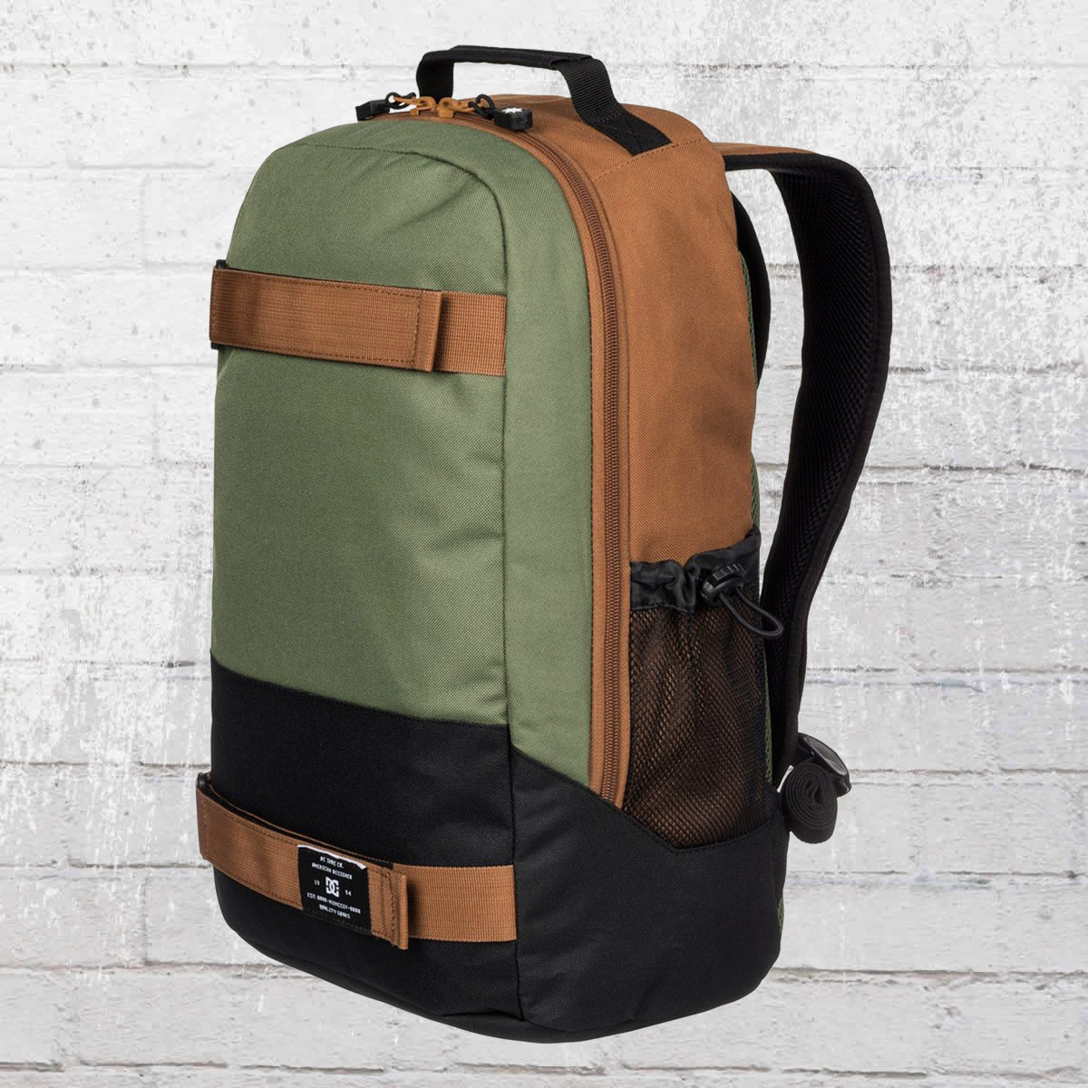 97e44107707 DC Shoes Rucksack Grind Backpack with board catcher olive brown. ›‹ «