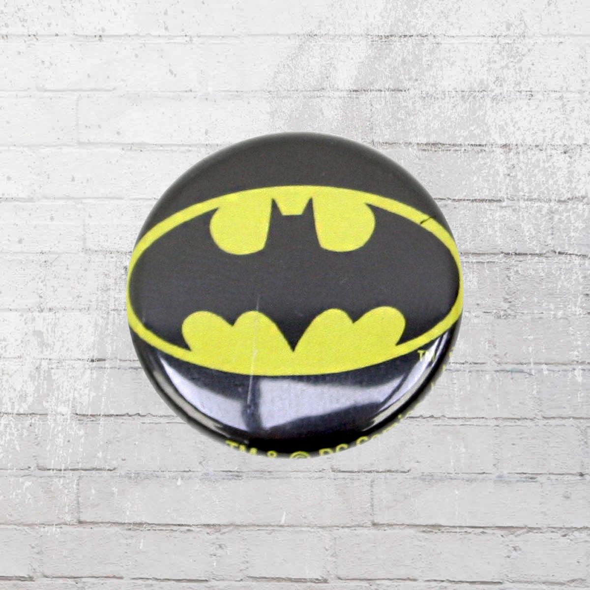 jetzt bestellen logoshirt comic anstecker button dc batman logo schwarz gelb krasse. Black Bedroom Furniture Sets. Home Design Ideas