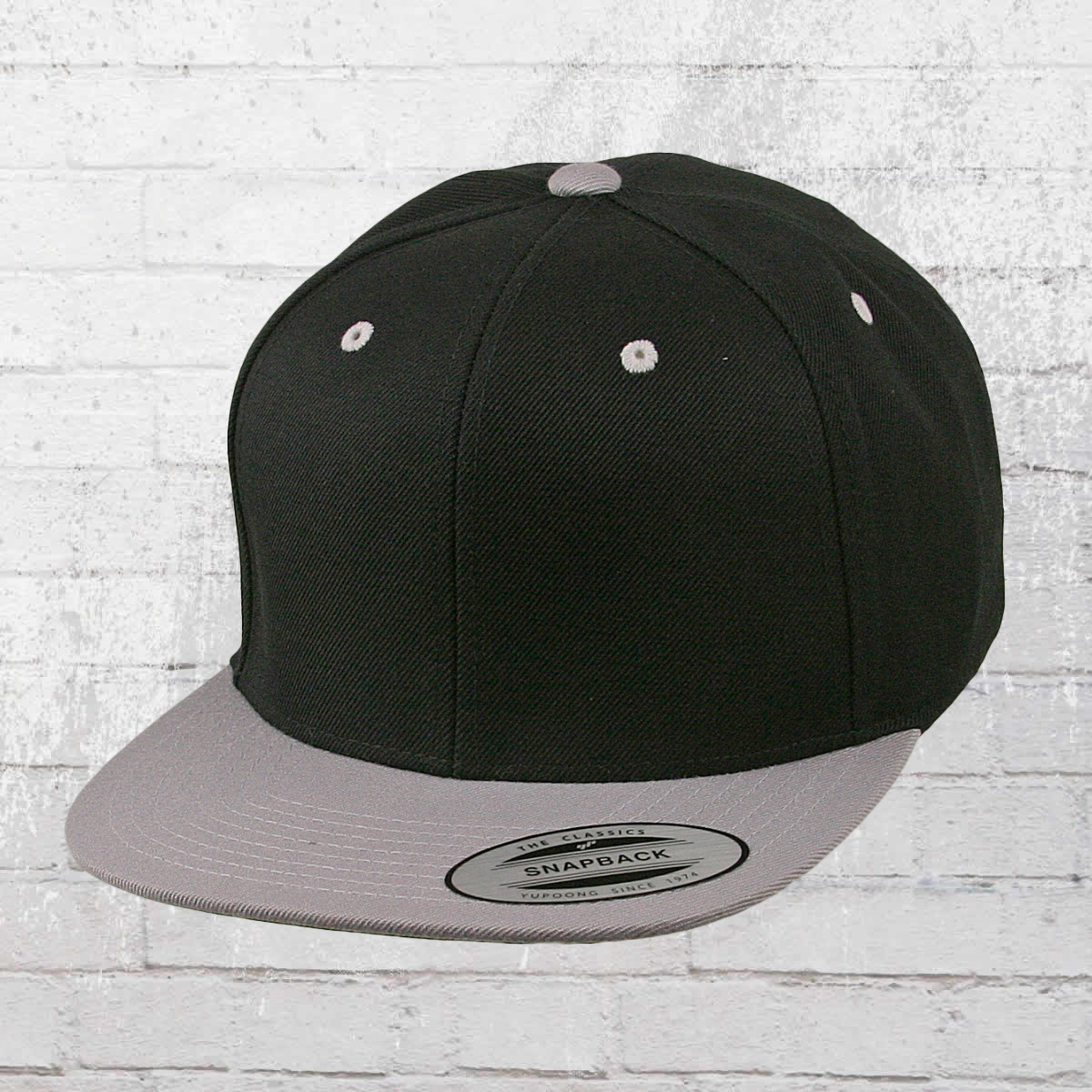 0674dff0666 Yupoong by Flexfit Classic Snapback 2-Tone Cap black silver. ›‹ «